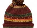 Бордовая шапка с узором и помпоном