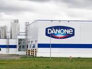 Сотрудники на заводмолочной продукции  Danon в Польшу
